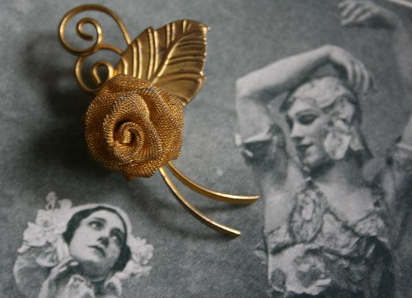 Antike Brosche goldene Rose